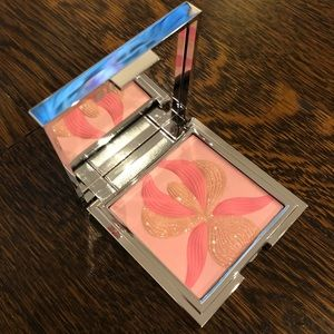 Sisley highlighter blush with white lily